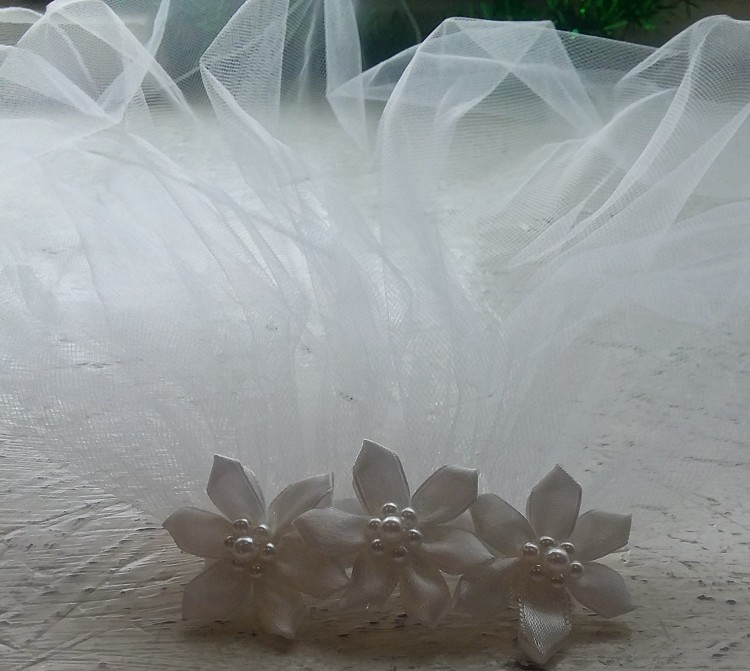 Communion Veil With Three Flowered Comb Head PIece